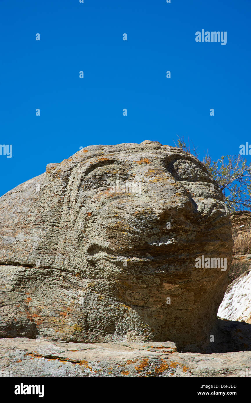 The ancient Lion of Kea, one of the oldest sculptures in Greece, Ioulis (Khora), Kea Island, Cyclades, Greek Islands, - Stock Image