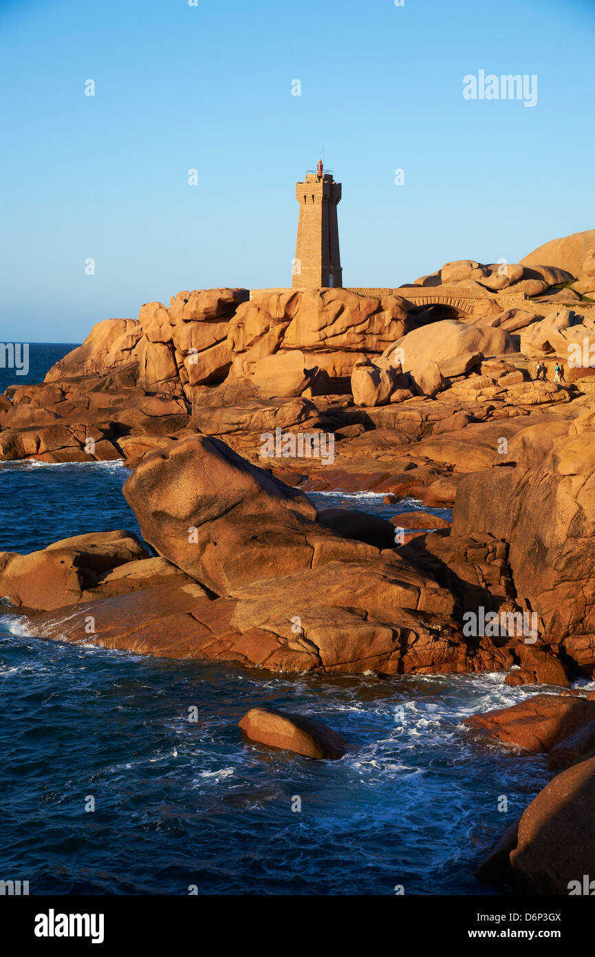 Pointe de Squewel and Mean Ruz Lighthouse, Men Ruz, Ploumanach, Cote de Granit Rose, Cotes d'Armor, Brittany, - Stock Image