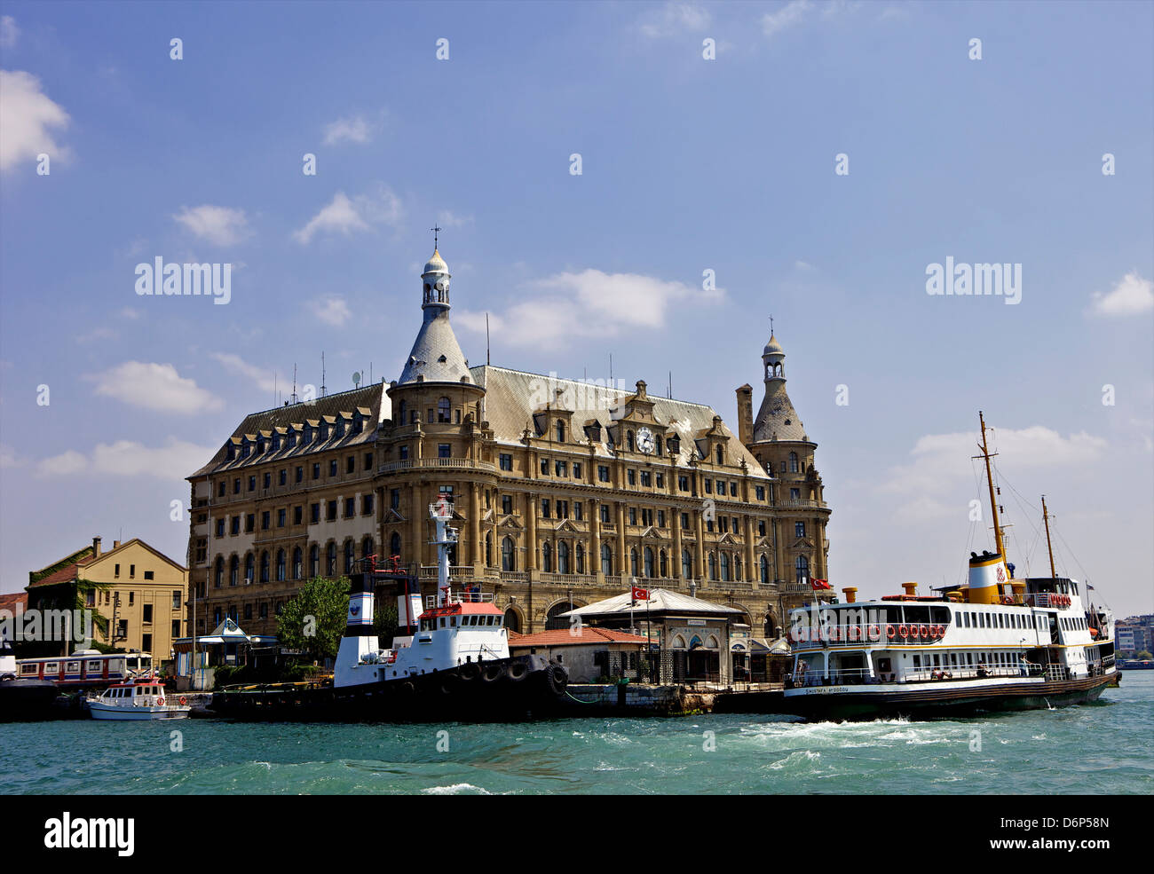 Boat in front of Haydarpasa Terminus railway station, Istanbul, Turkey, Europe, Eurasia - Stock Image