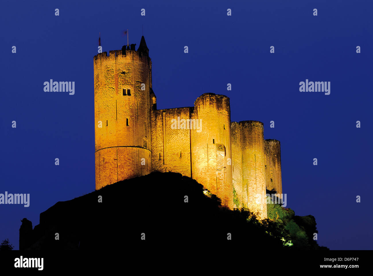 France, Midi-Pyrenees: Chateau du Najac by night - Stock Image