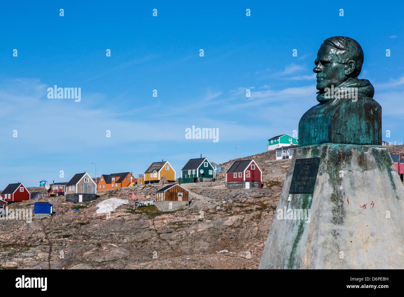 Inuit village and Ejnar Mikkelsen statue, Ittoqqortoormiit, Scoresbysund, Northeast Greenland, Polar Regions - Stock Image