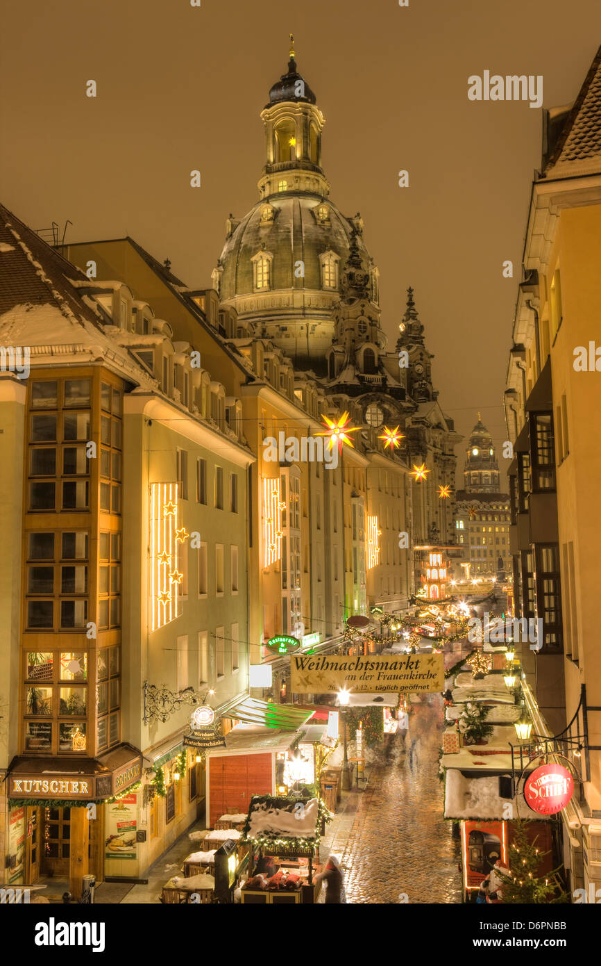 Manzgasse Christmas Market with the Frauenkirche in the background, Dresden, Saxony, Germany, Europe - Stock Image