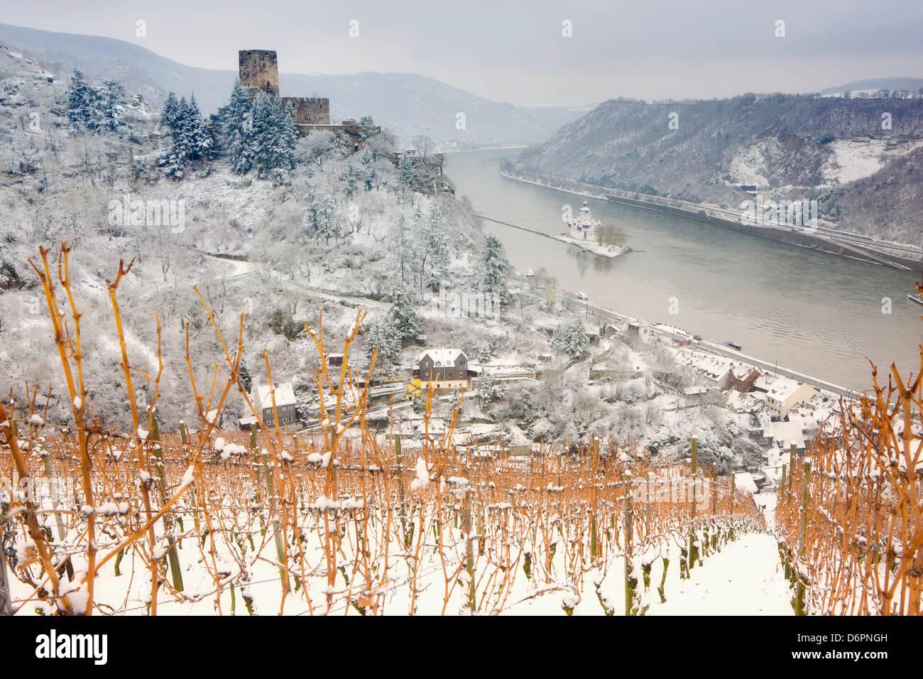 The Rhine River, Pfalz Castle and Gutenfels Castle in winter, Rheinland-Pfalz, Germany, Europe - Stock Image