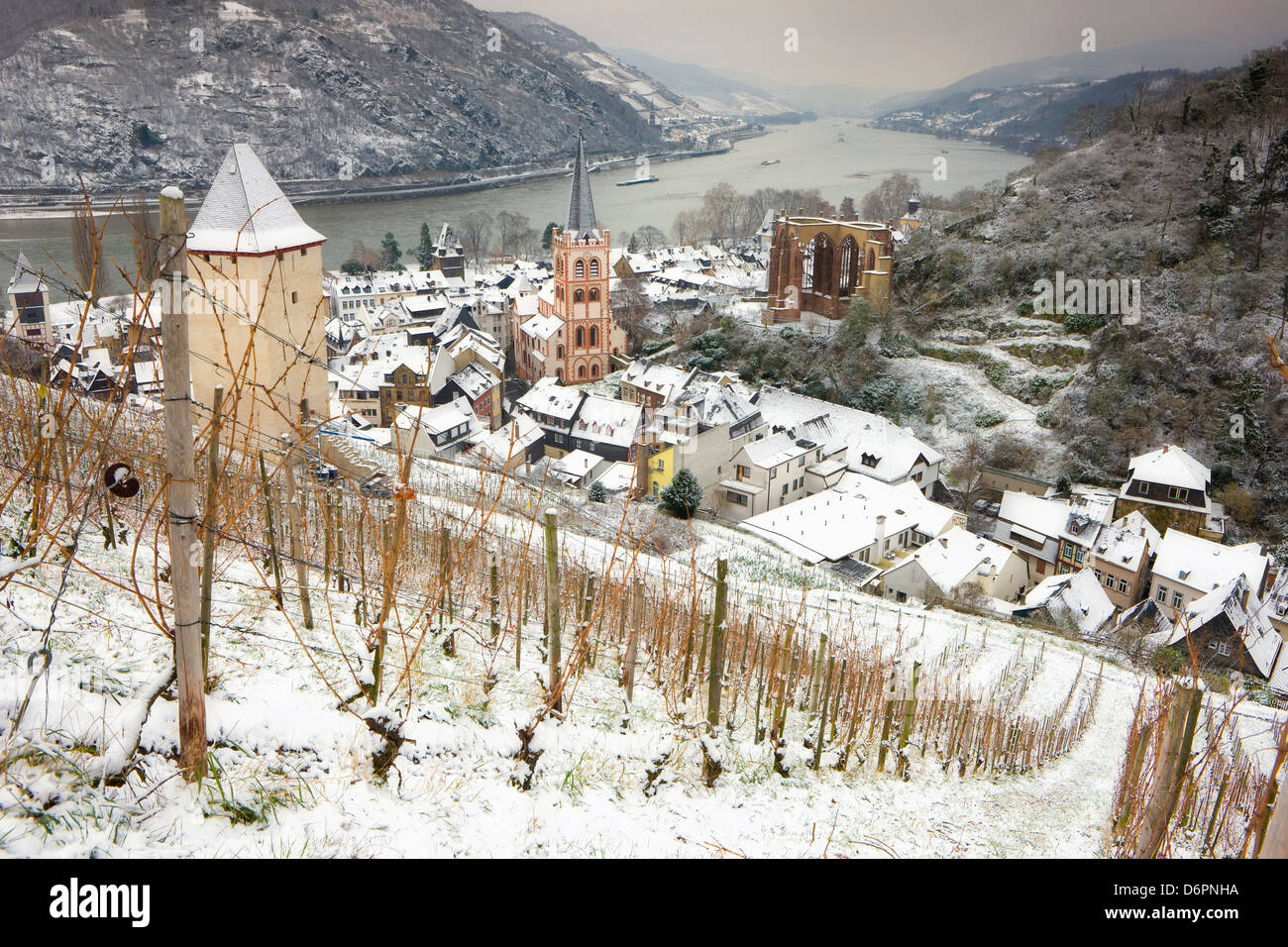 Overview of Bacharach and the Rhine River in winter, Rheinland-Pfalz (Rhineland-Palatinate), Germany, Europe - Stock Image