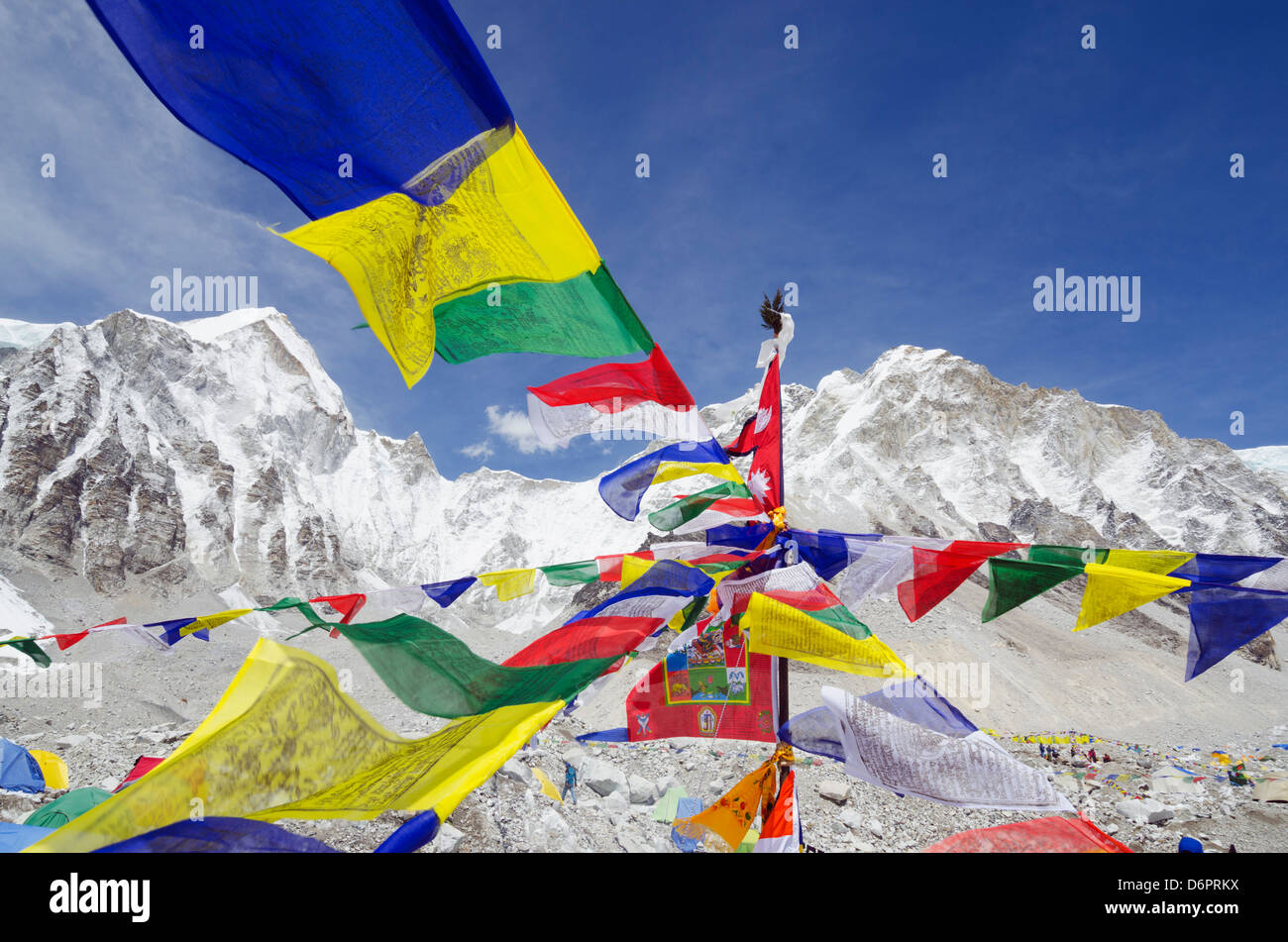Asia, Nepal, Himalayas, Sagarmatha National Park, Solu Khumbu Everest Region, Unesco Site, prayer flags at Everest - Stock Image