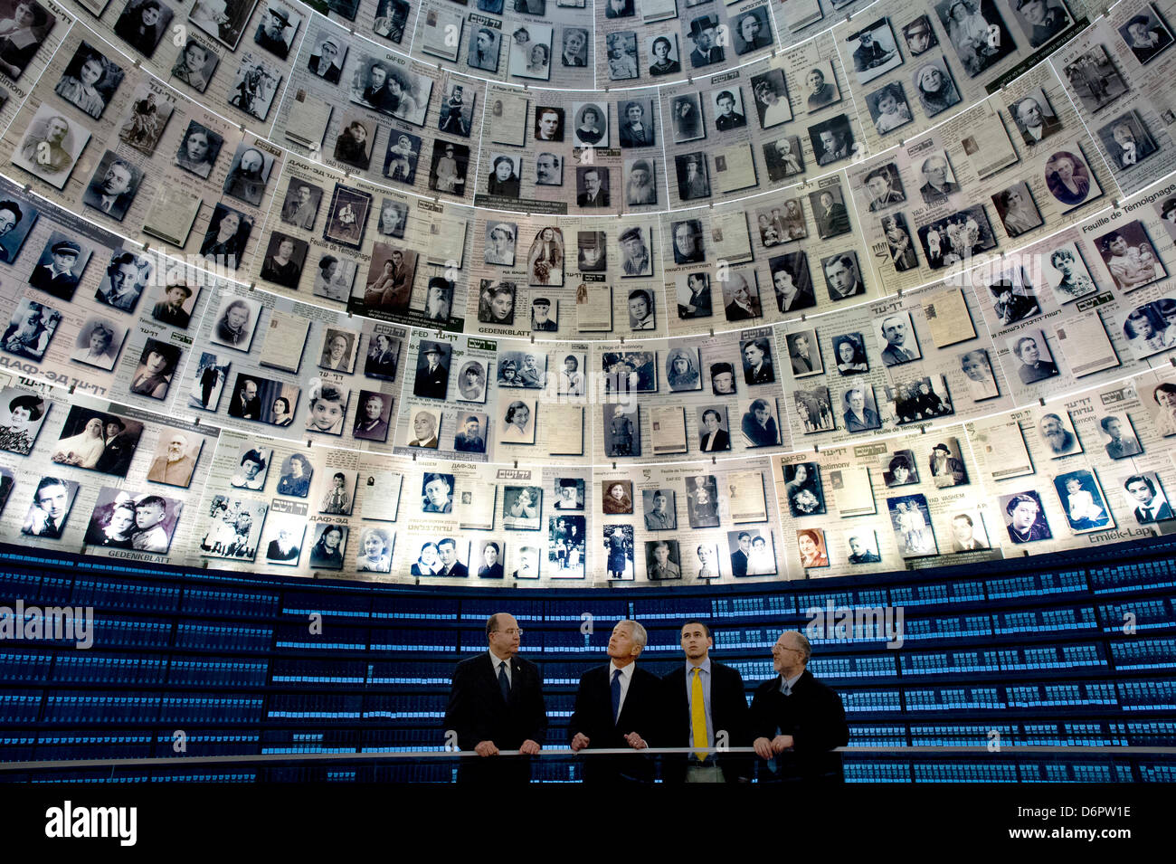 US Secretary of Defense Chuck Hagel stands in the Hall of Names with Israeli Minister of Defense Moshe Ya'alon, - Stock Image