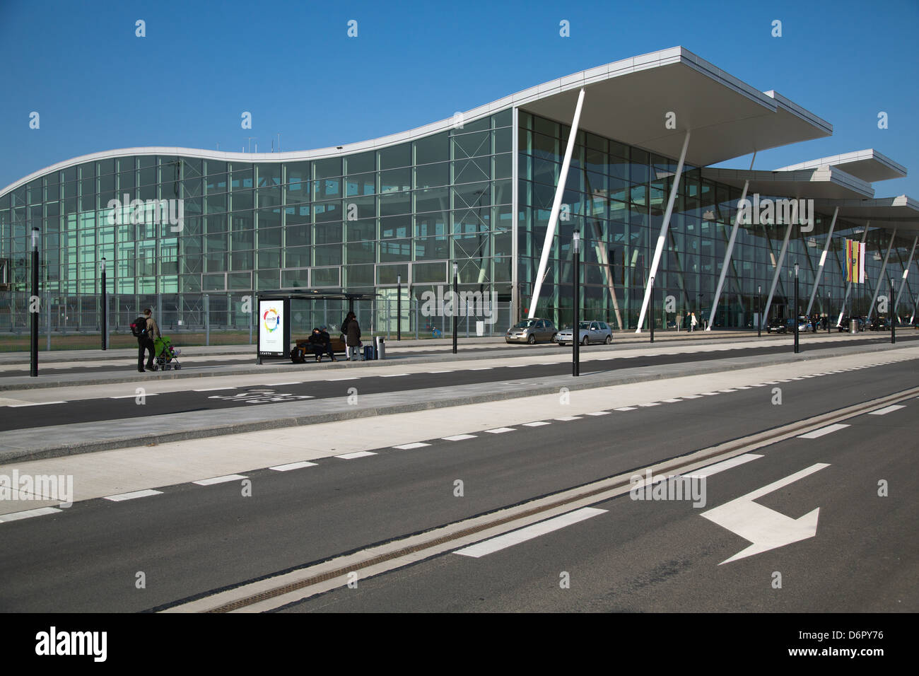 Airport Shuttle Terminal Stock Photos & Airport Shuttle ...