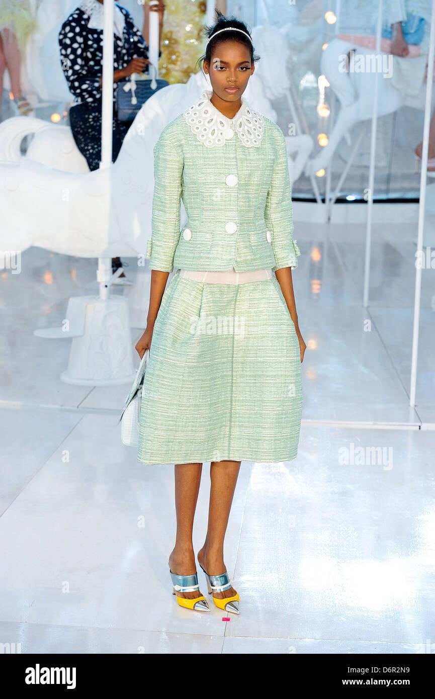 Louis Vuitton Show Stock Photos & Louis Vuitton Show Stock ...