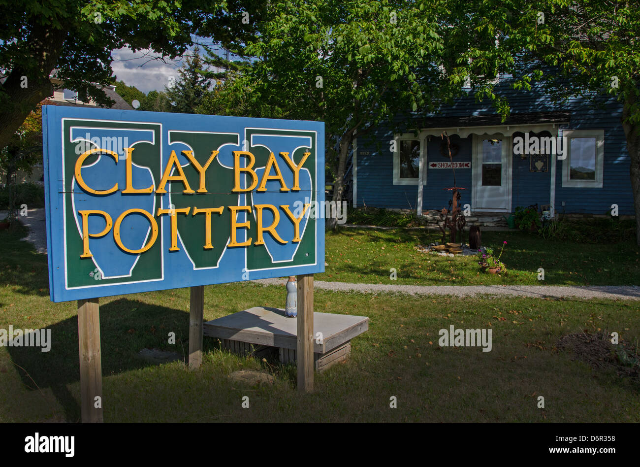 Clay Bay Pottery is in the Door County town of Ellison Bay, Wisconsin which is known for its pottery and craft shops. - Stock Image