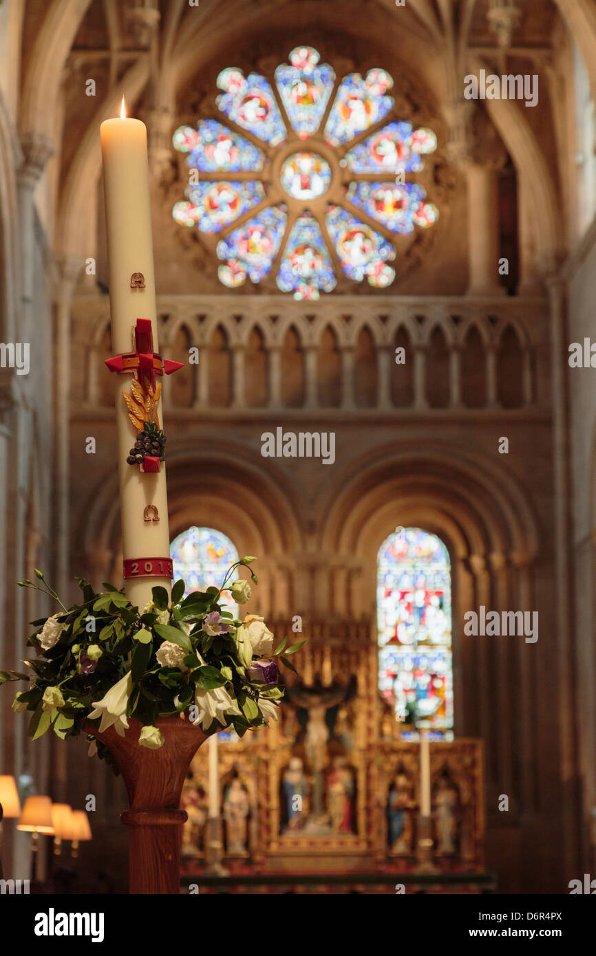 Candle in Christ Church College cathedral decorated for Maundy Thursday visit by Queen in 2013. Oxford, Oxfordshire, - Stock Image