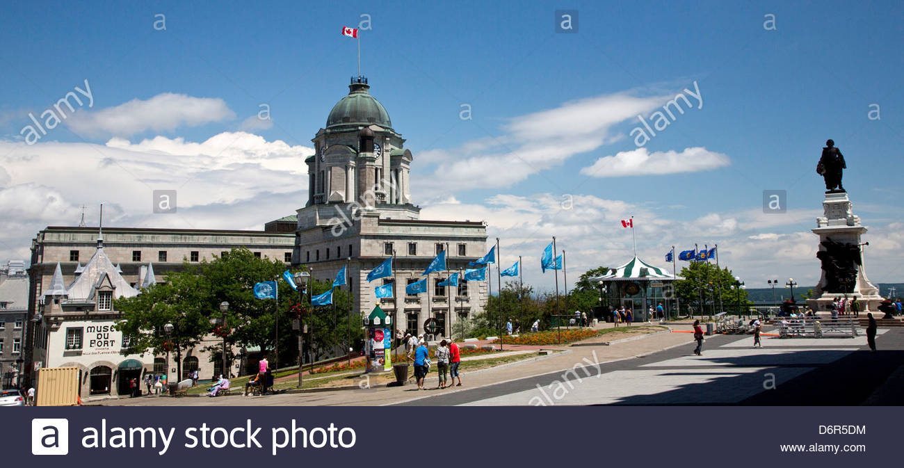 View of the bureau du poste quebec with the musee du fort near the