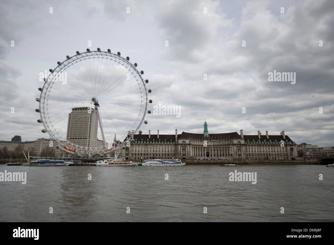 The London Eye, panoramic wheel and Aquarium in London, England. - Stock Image