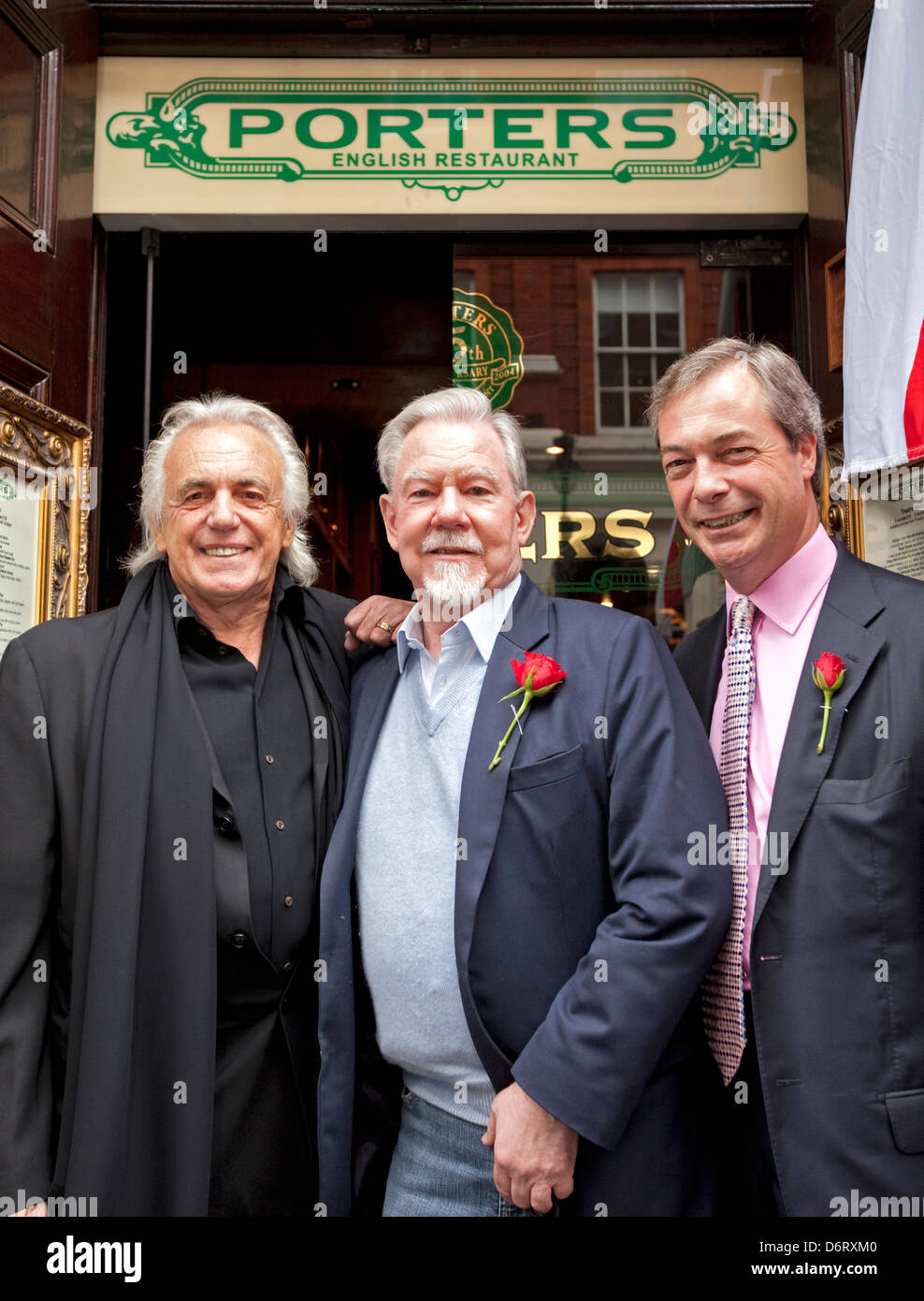 UKIP CANDIDATE FOR WESTMINSTER HYDE PARK RICHARD BRADFORD FLANKED BY UKIP LEADER NIGEL FARAGE (R) AND PETER STRINGFELLLOW - Stock Image