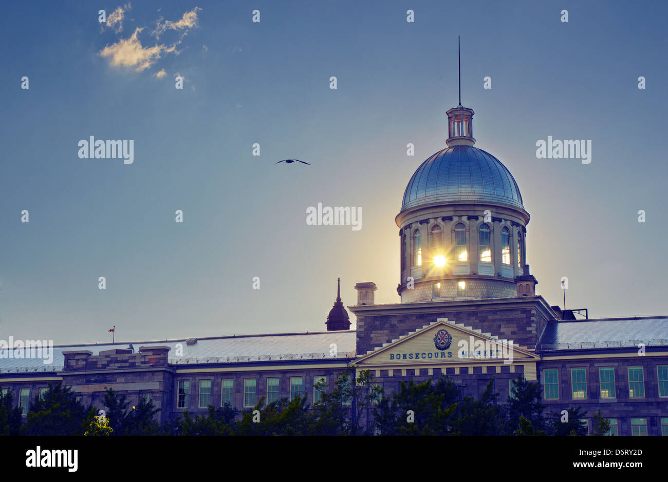 Backlighting picture at sunset of the Bonsecours Market in Montreal, Quebec, with the sun visible between the columns. - Stock Image