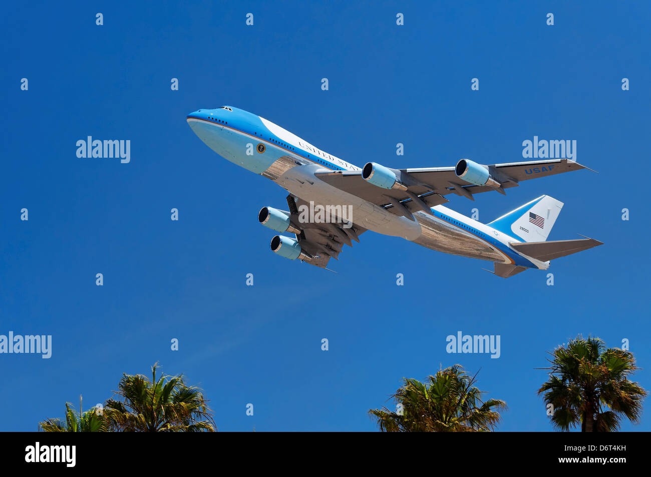 USA California Los Angeles Westchester LAX Air Force One USAF Boeing VC-25 carrying president Obama takes skies - Stock Image