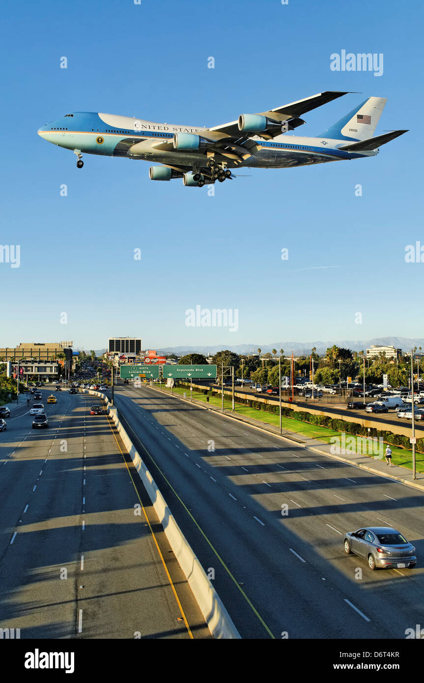 USA California Los Angeles Westchester LAX Air Force One modified Boeing 747-200 makes late afternoon arrival Southern - Stock Image