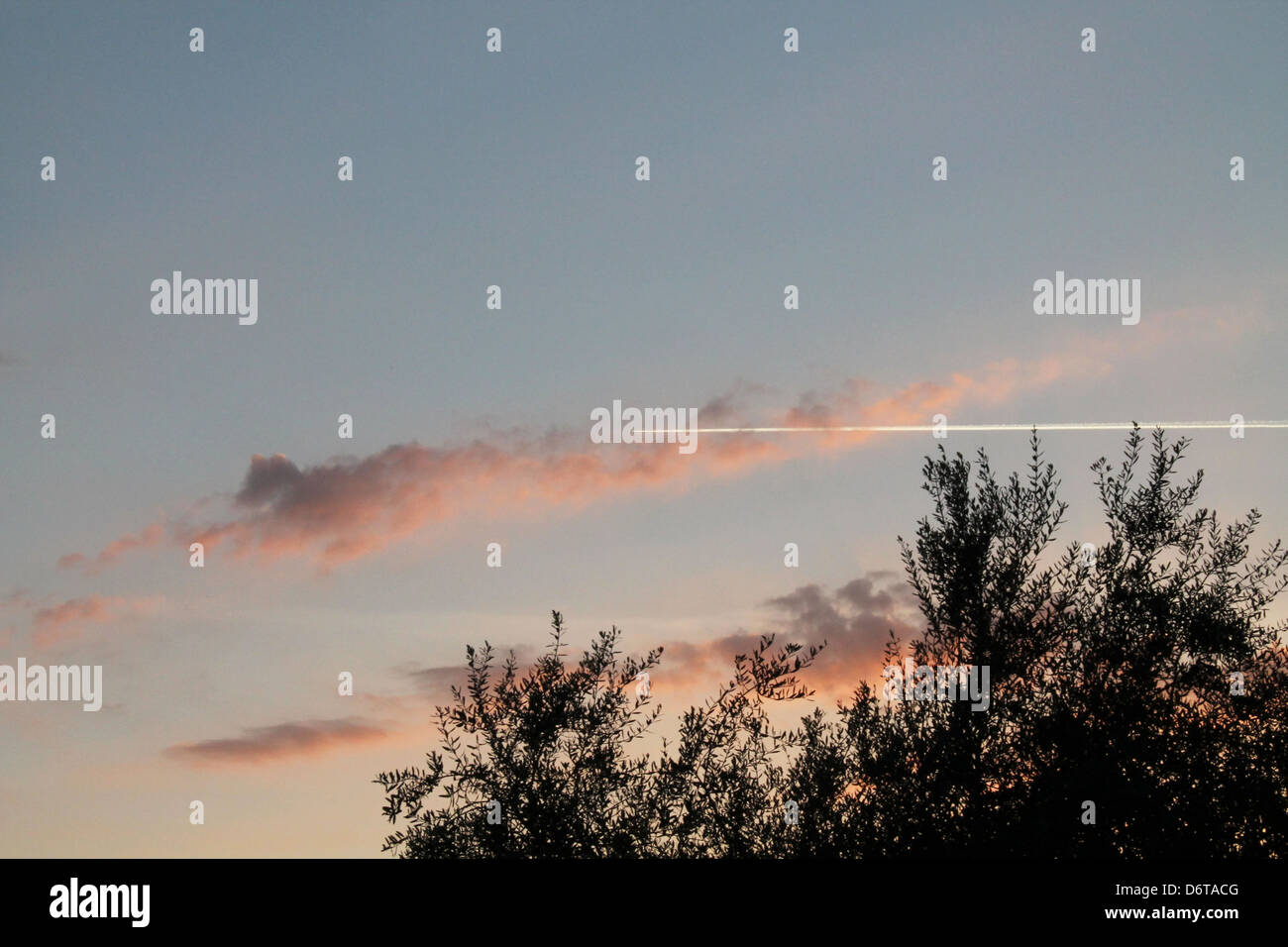 Scia Chimica. Un tramonto nei cieli di ciampino. ChemTrails. A sunset in the skies of Ciampino. - Stock Image