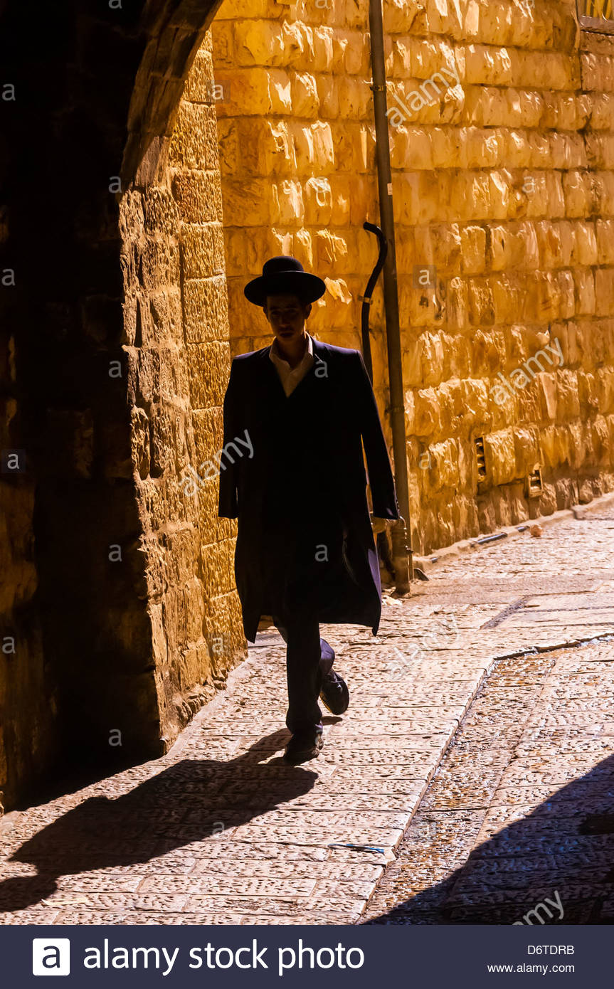 A Hassidic Jew walking down a street in the Old City, Jerusalem, Israel. - Stock Image