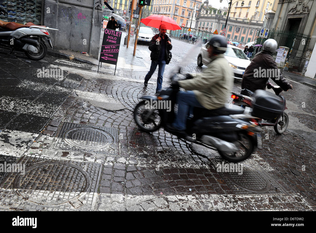 Scooter riders in Naples, Italy. Picture by Paul Heyes, Saturday March 30, 2013. - Stock Image