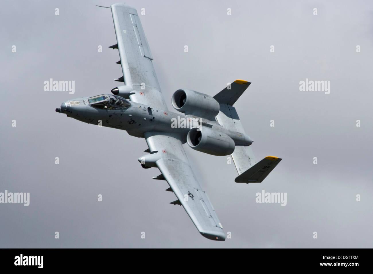 82649 A10 Thunderbolt Warthog Tankbuster Flying at IAT Fairford - Stock Image
