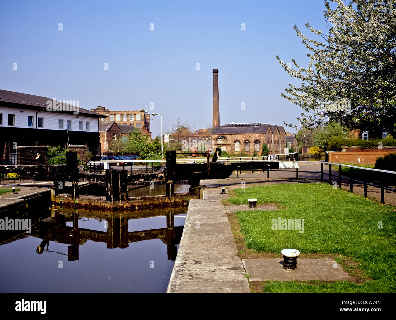 8446. Lock on the Leeds & Liverpool Canal, Wigan, Greater Manchester, England, Europe - Stock Image