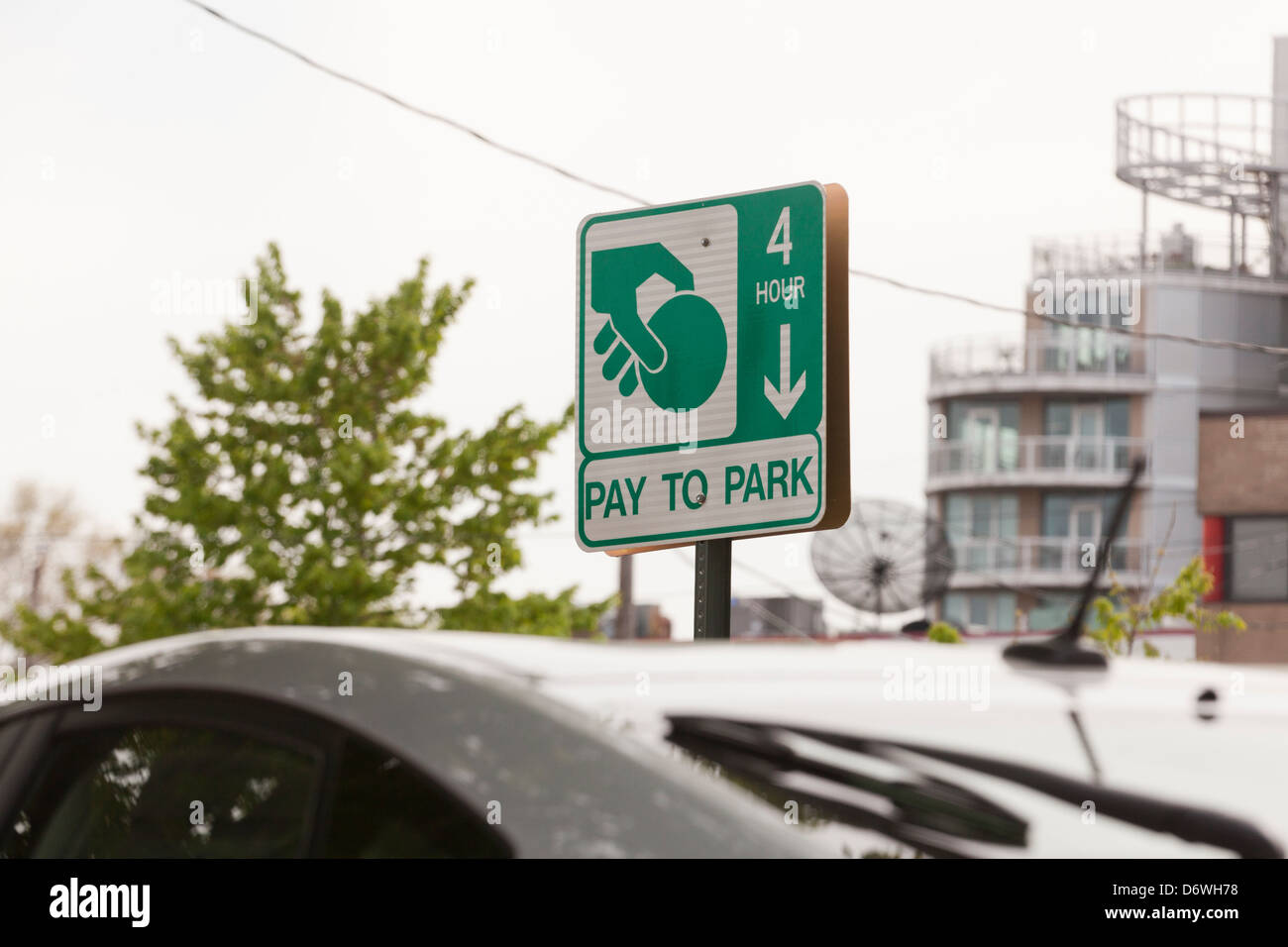 Pay to Park sign - Stock Image
