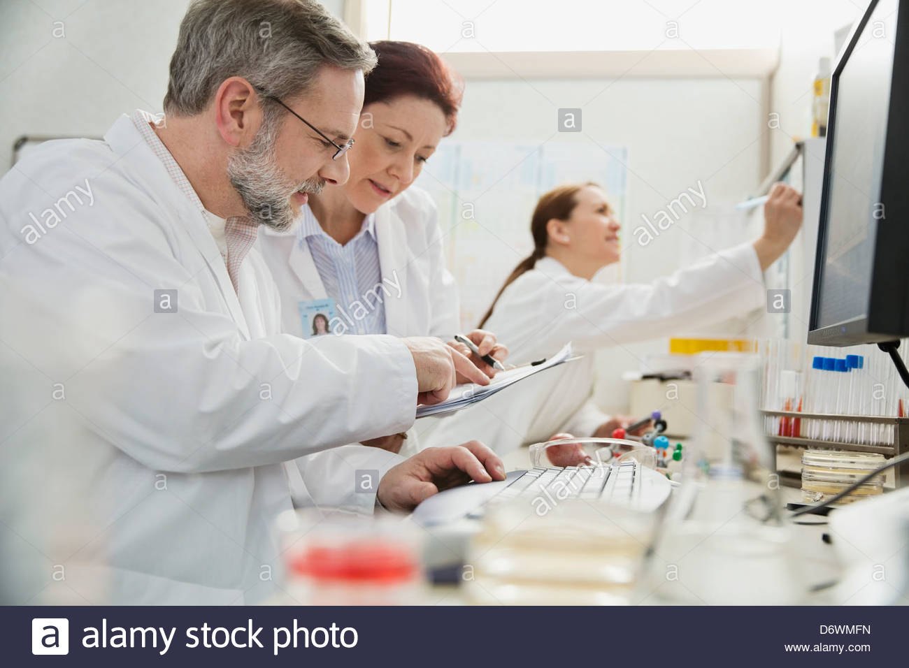 Male and female medical professionals working in lab - Stock Image