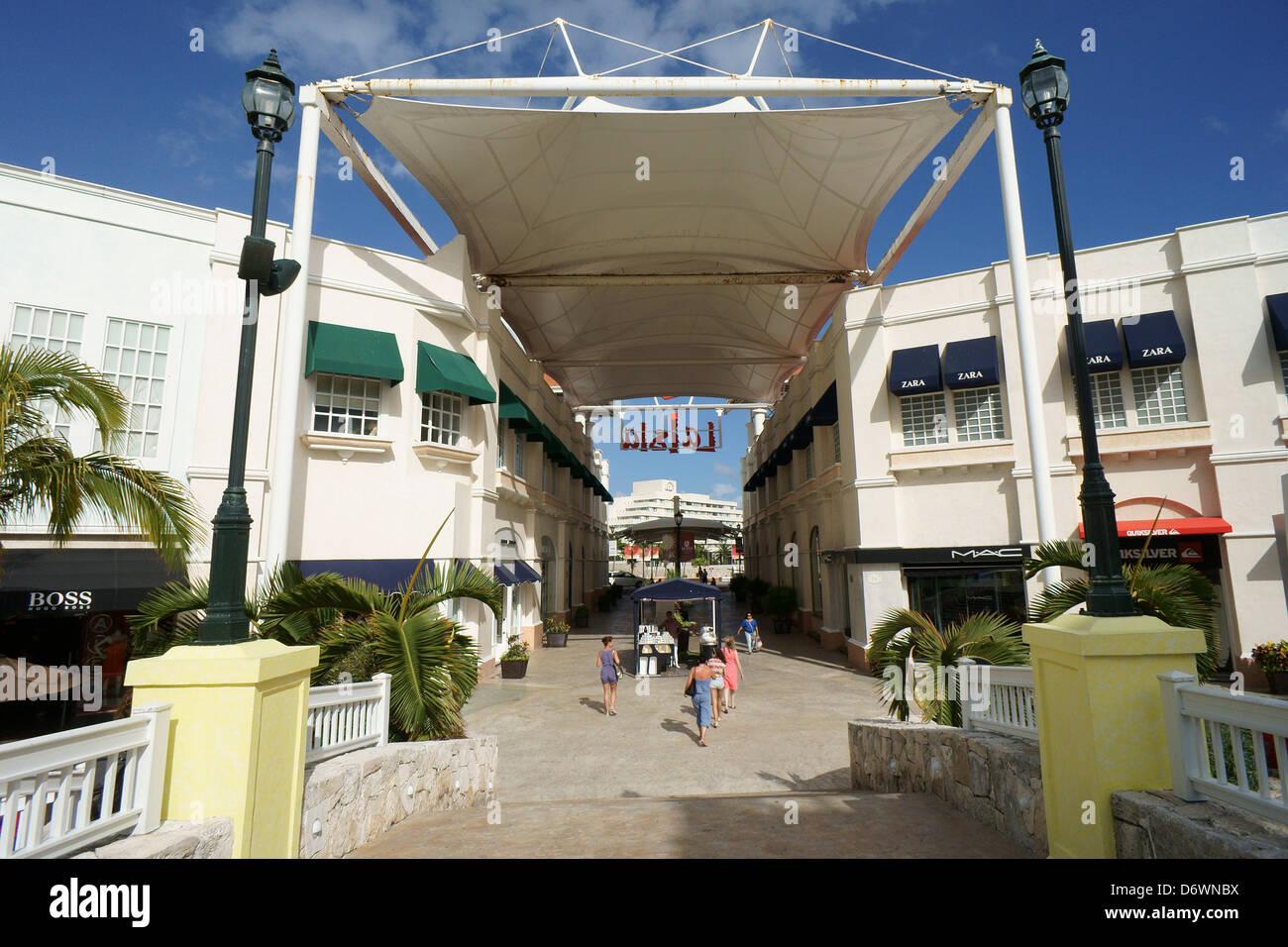 Interior and entrance, La Isla Shopping Village shopping mall in the Zona Hotelera, Cancun, Quintana Roo, Mexico Stock Photo