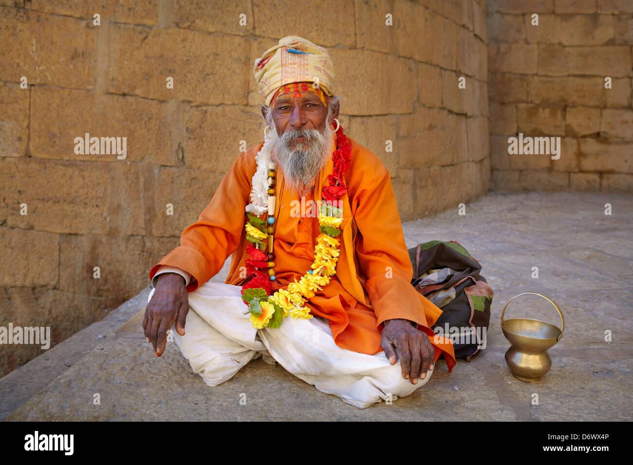 Portrait of smiling India Hindu Holy Man, Sadhu, Jaisalmer Fort, Rajasthan, India - Stock Image