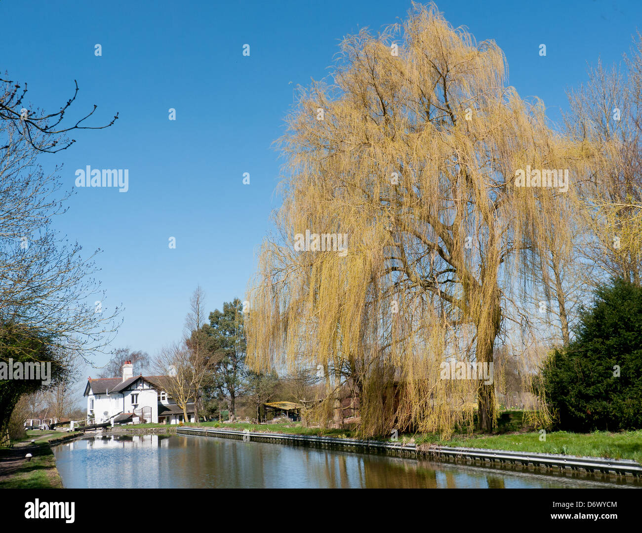 Lock and lock keepers house on the Grand Union Canal at Marsworth, Aylesbury, Bucks, UK - Stock Image