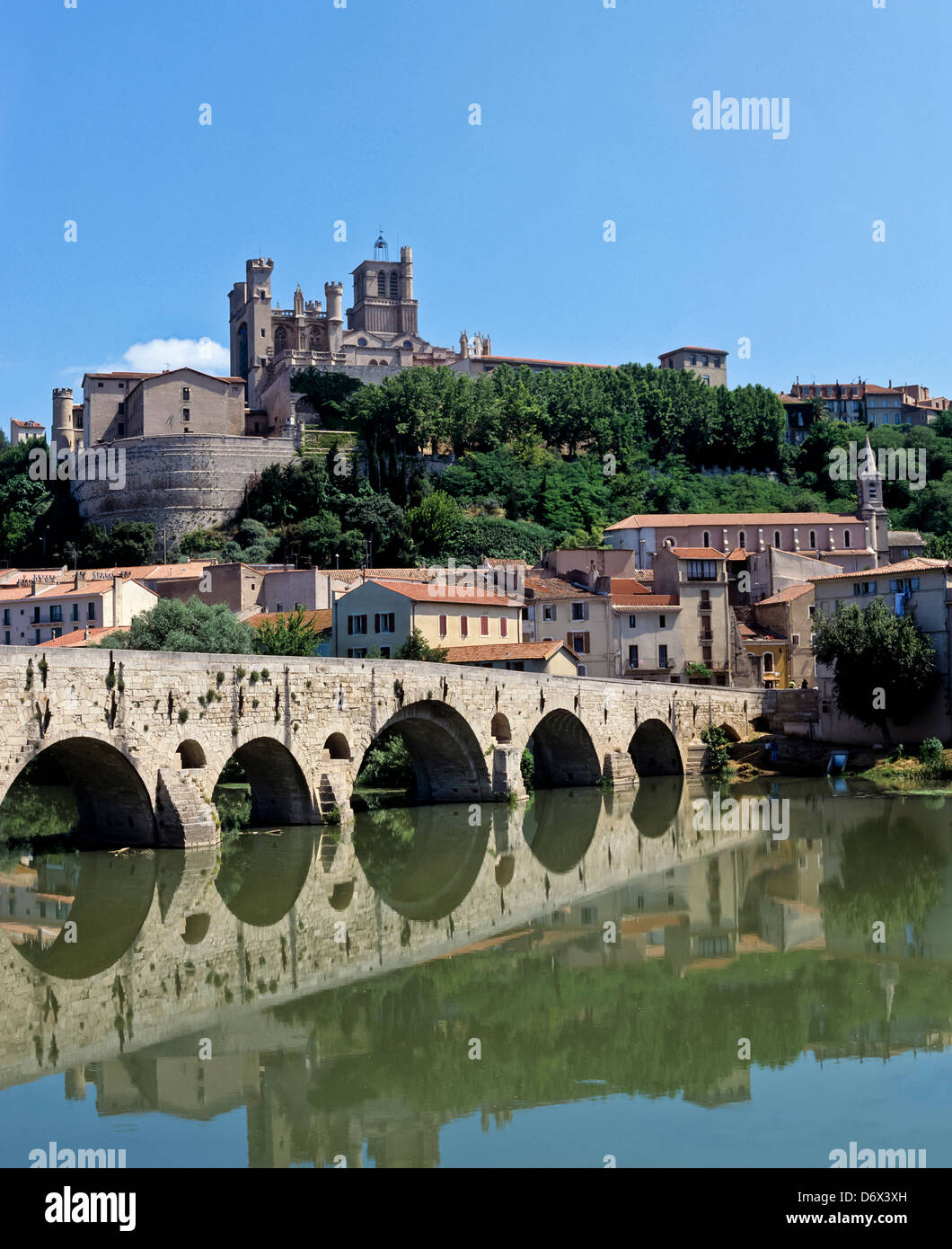 8526. Beziers & R Orb, Languedoc, France, Europe - Stock Image
