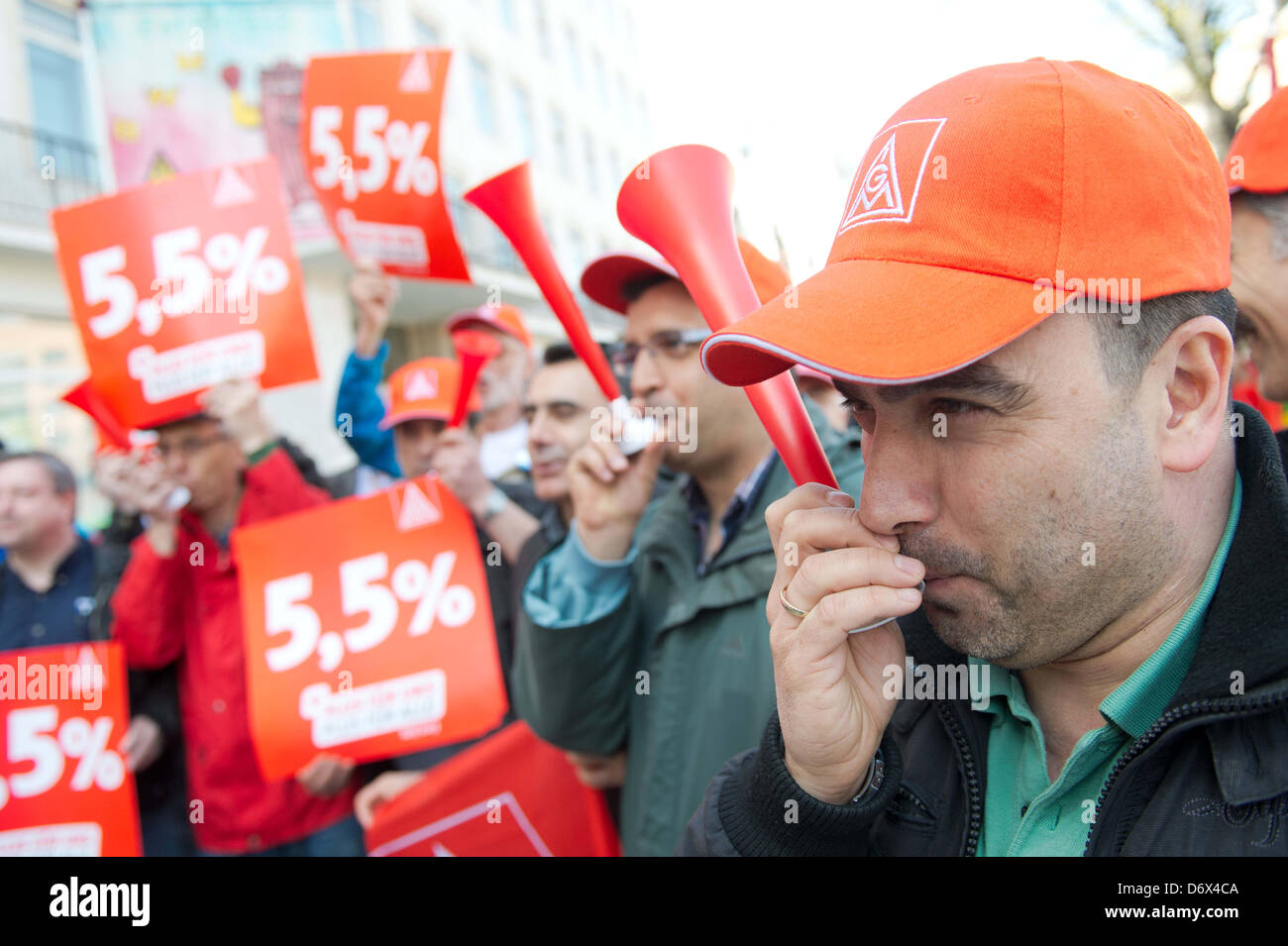 Trade unionists demonstrate for their demands before the continuation of pay talks for the metal and electrical - Stock Image