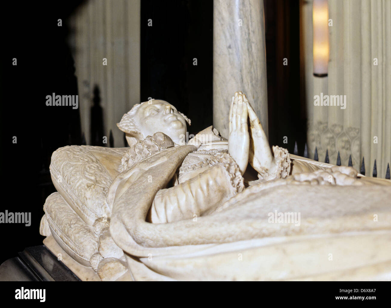 8617. Tomb of Mary Queen of Scots, Westminster Abbey, London, UK - Stock Image