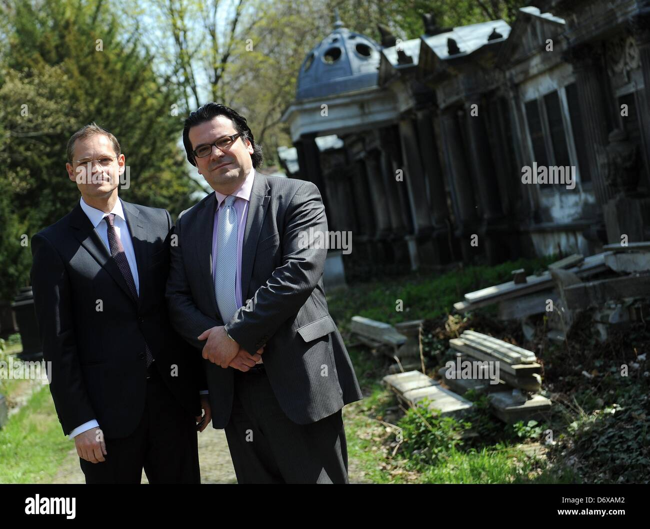 Berlin's senator for urban developement Michael Mueller (L) and the chairman of the Jewish congregation in Berlin, - Stock Image