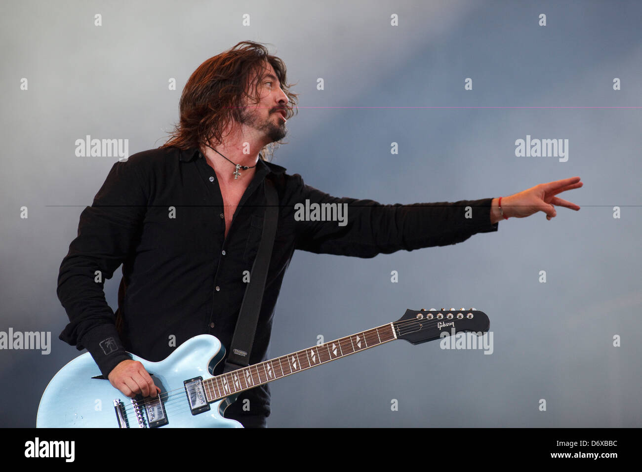 Dave Grohl of The Foo Fighters performing on the Main Stage as headline act at T in the Park Music Festival, Balado, - Stock Image