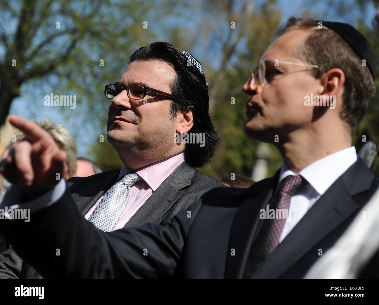 Berlin's senator for urban developement Michael Mueller (R) and the chairman of the Jewish congregation in Berlin, - Stock Image