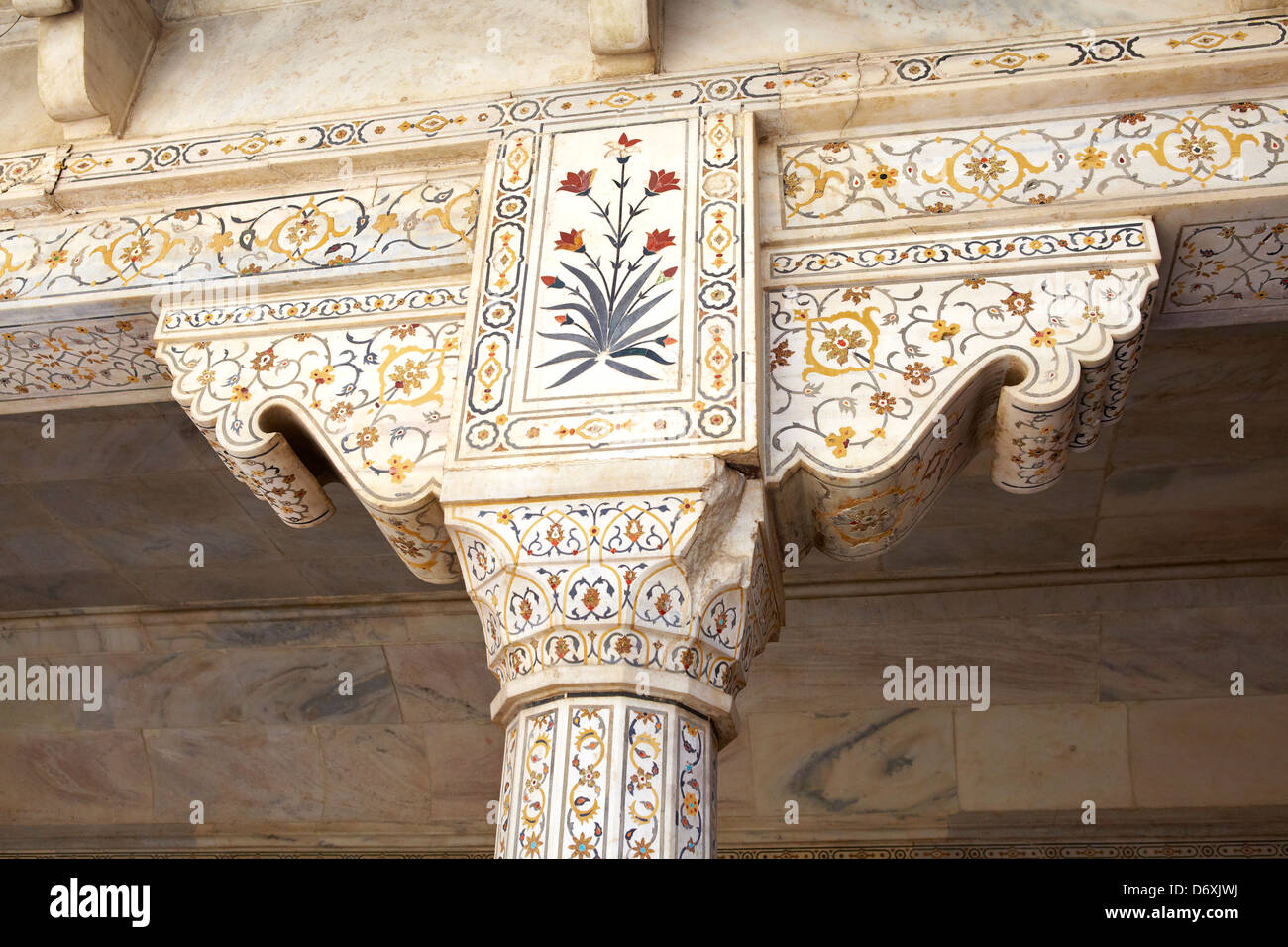 Agra, Red Fort -  detail of decorative stone marble column heads, interior of the central pavilion of Red Fort, - Stock Image