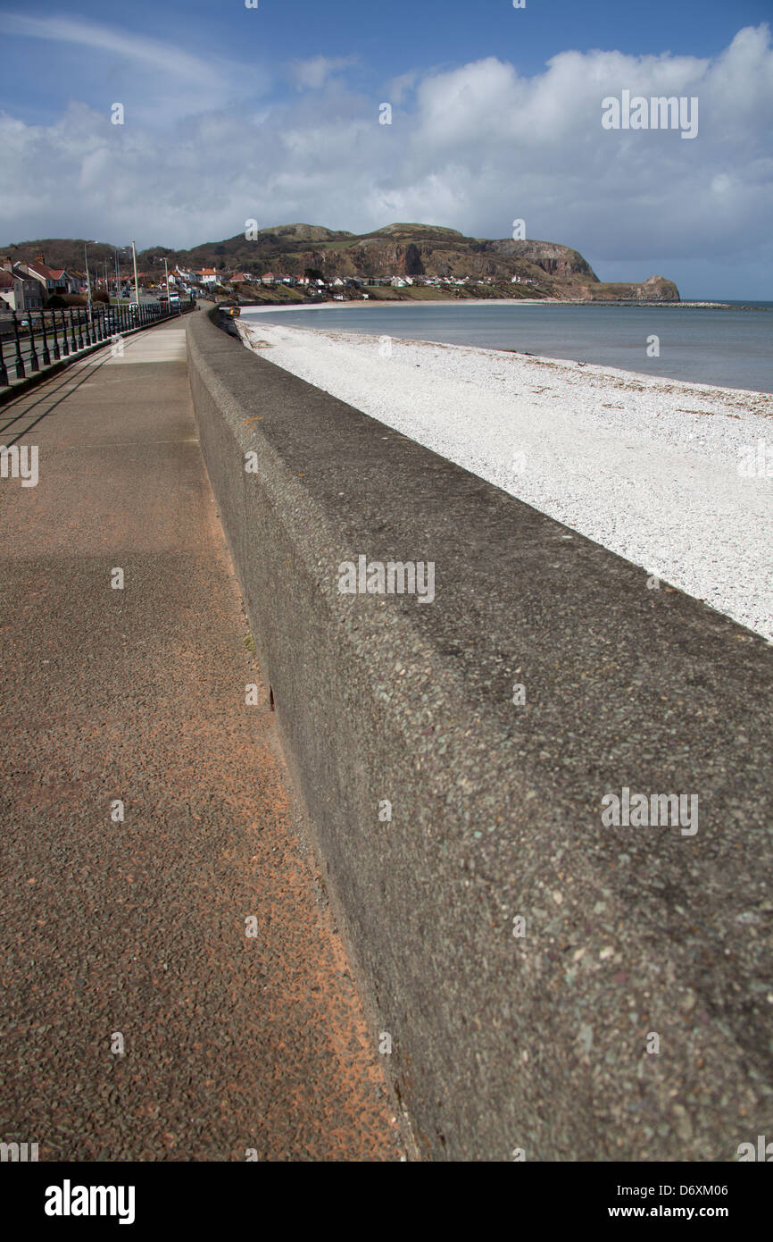 The Wales Coastal Path in North Wales. Marine Drive esplanade at Rhos-on-Sea, with the Little Orme in the background. - Stock Image