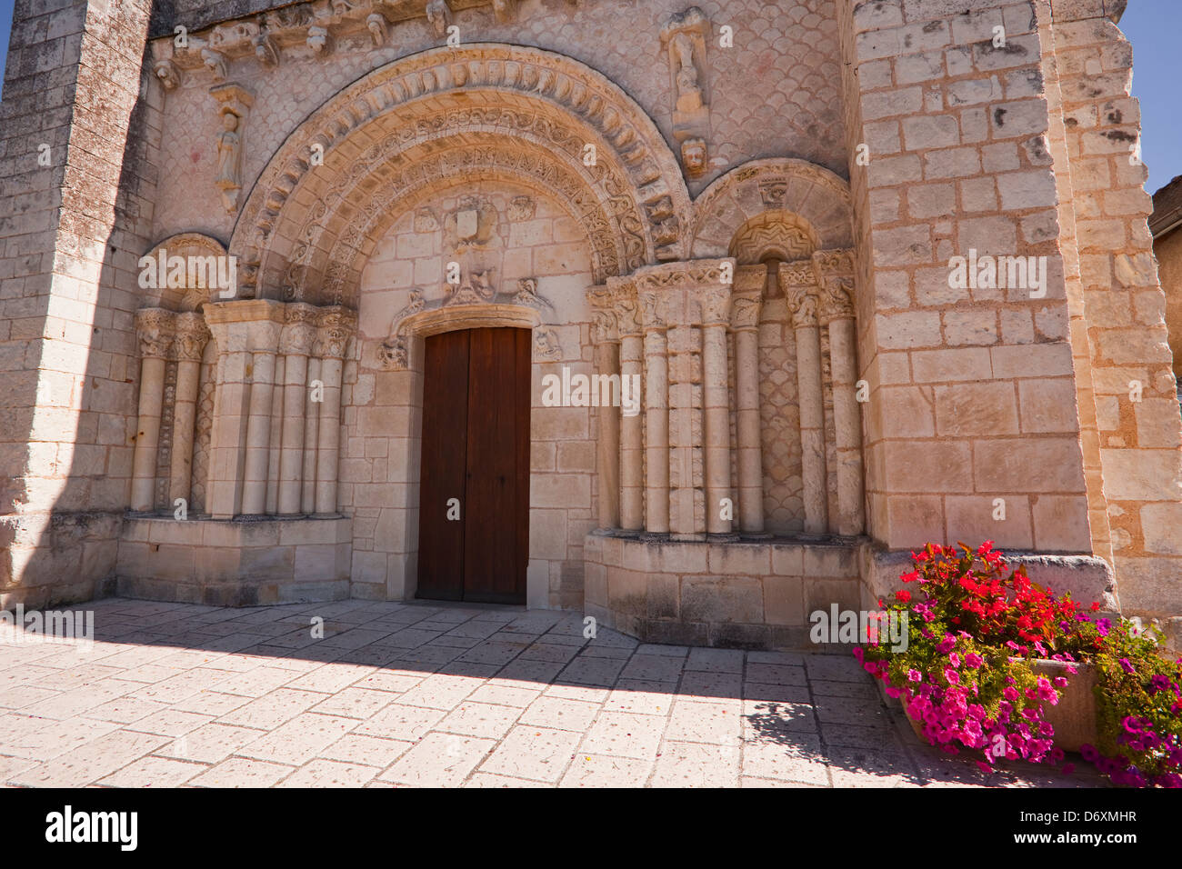 Eglise saint Pierre in the village of Parcay sur Vienne. - Stock Image