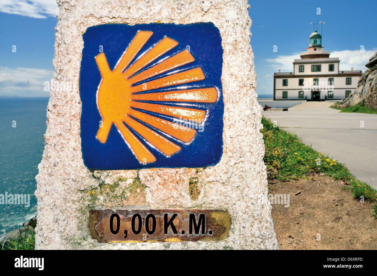 Spain, Galicia: Milestone of the Saint James Way at the end at Cape Fisterra - Stock Image