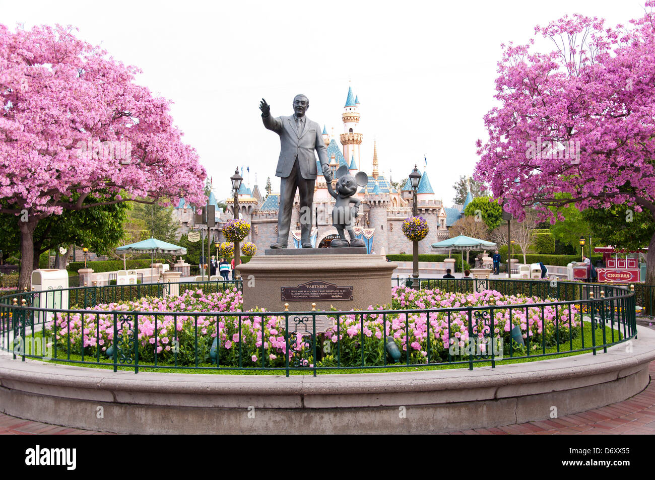 """amusement park and walt disney The """"play disney parks"""" app, which launched june 30 and is only playable in disney theme parks, is the first product from the imagineers and the walt disney company's digital guest."""