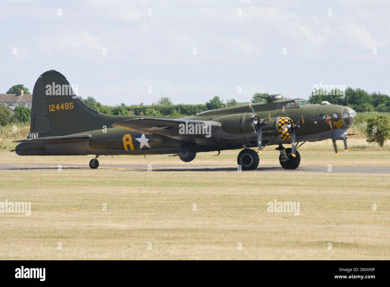 B17 G-BEDF - 124485 at Duxford Flying Legends Airshow - Stock Image