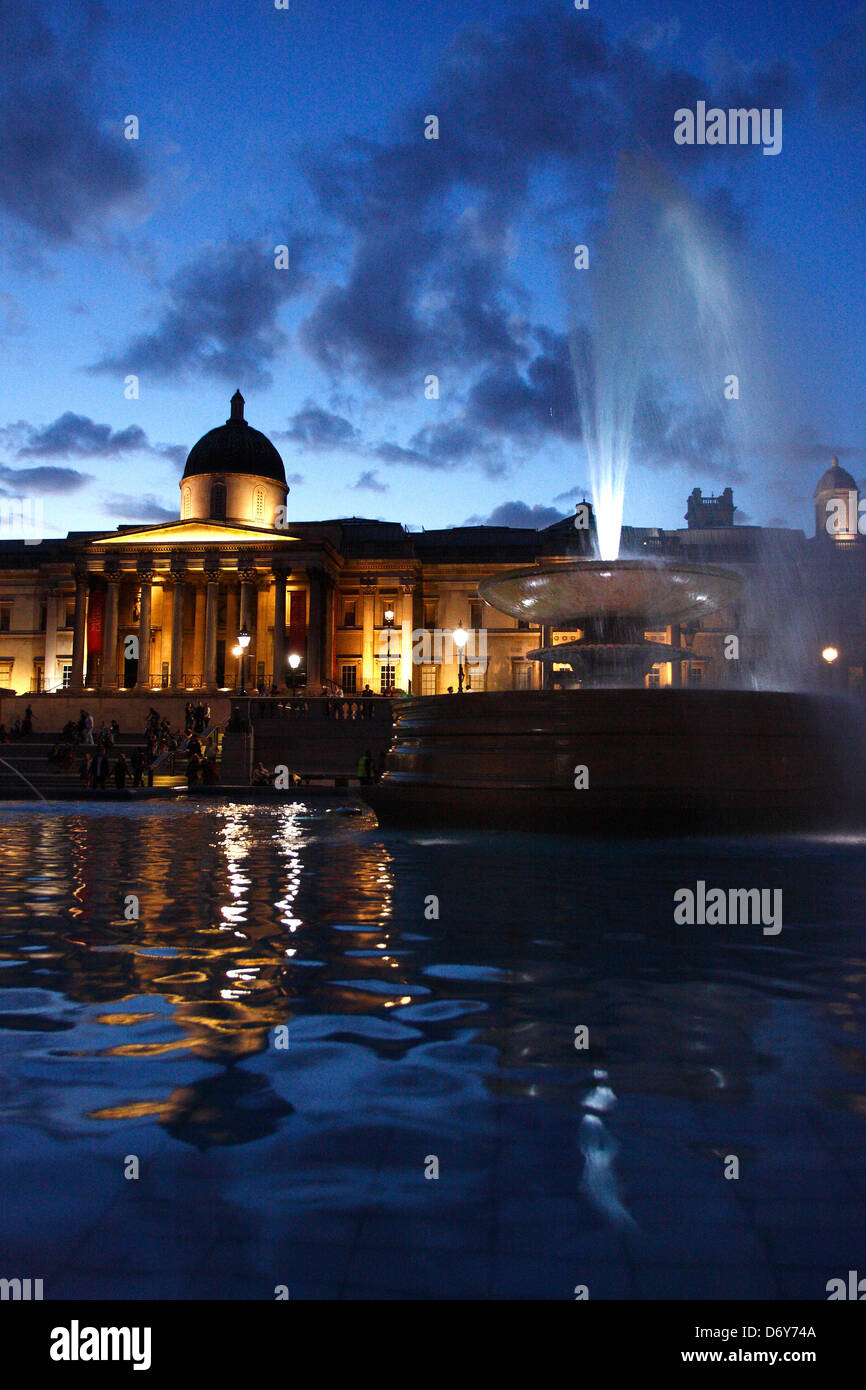 Blue hour in Trafalgar Square and National Gallery Museum, London, United Kingdom. - Stock Image