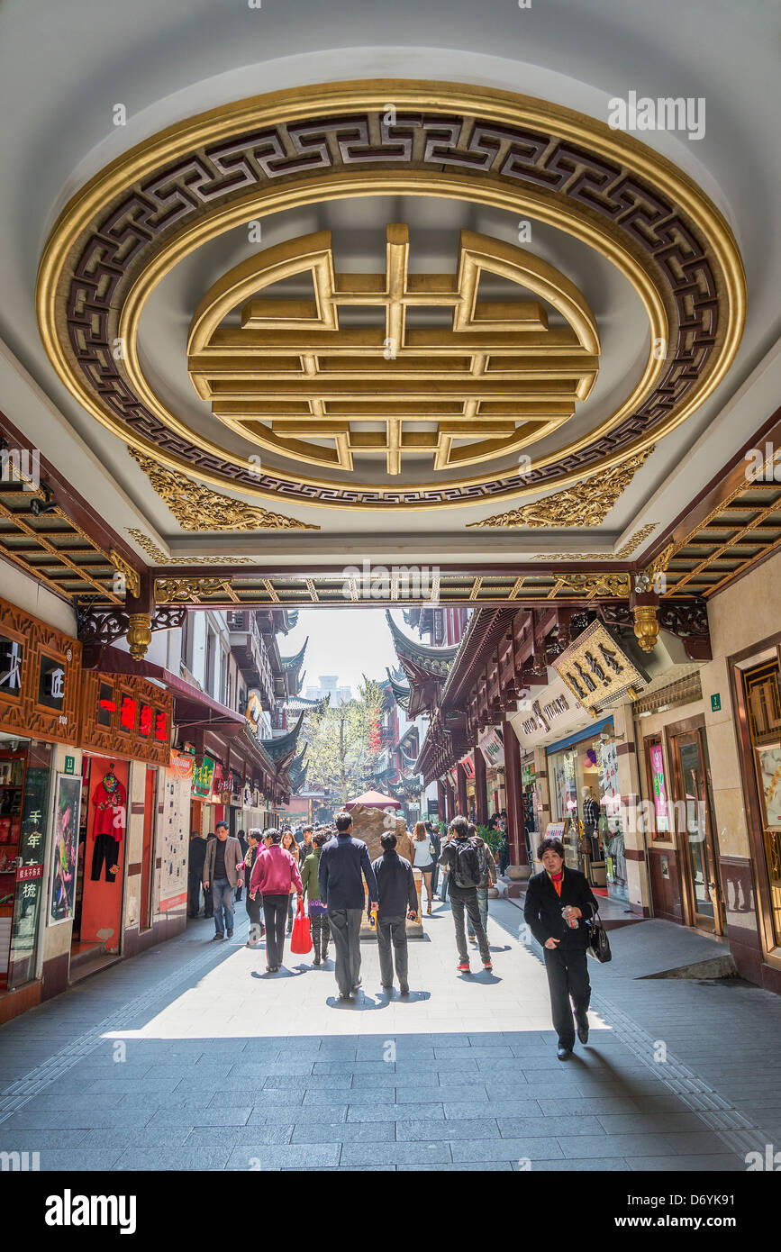 traditional architecture shopping area in shanghai china - Stock Image