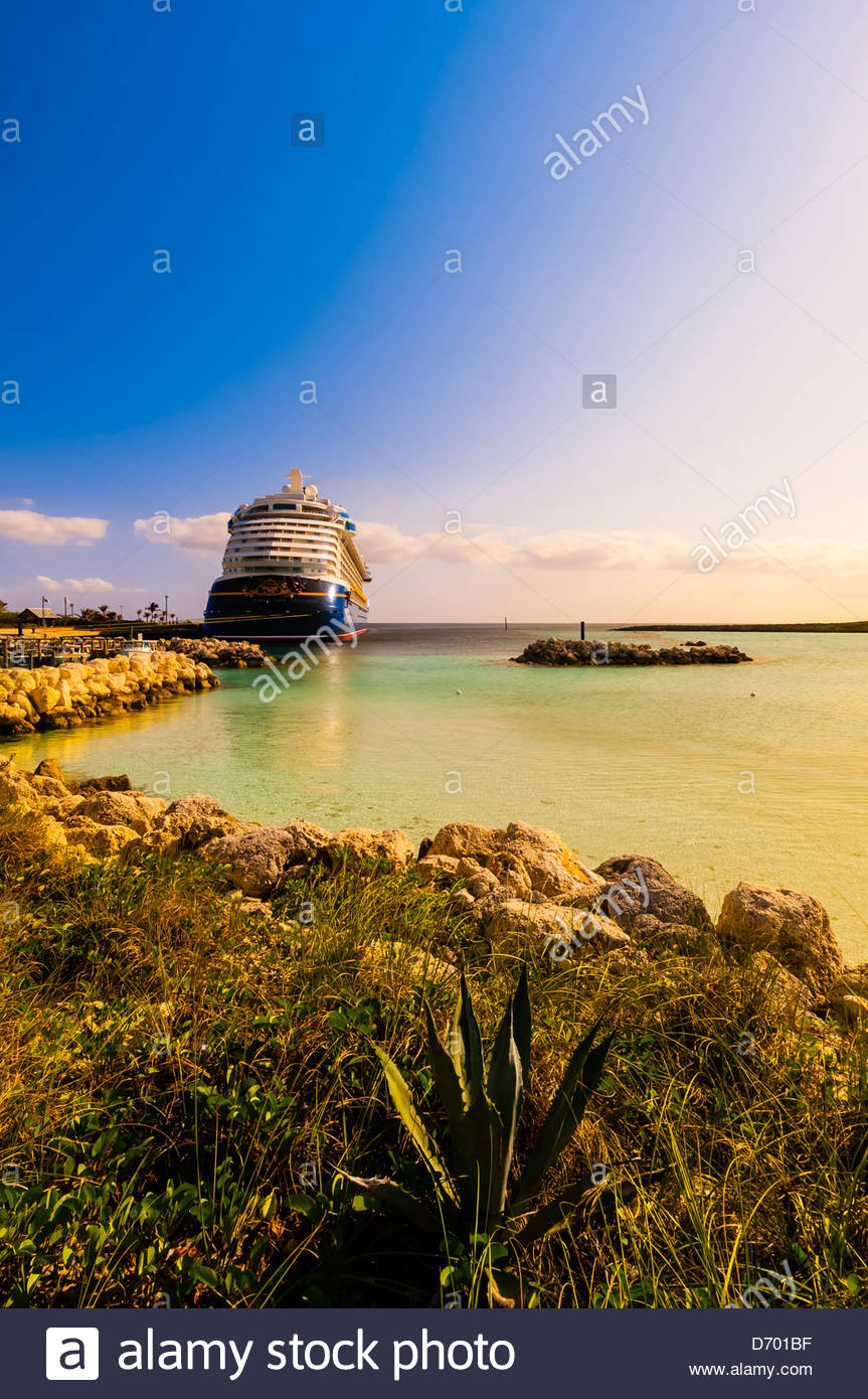 Disney Dream cruise ship docked at Castaway Cay (Disney's private island), The Bahamas - Stock Image