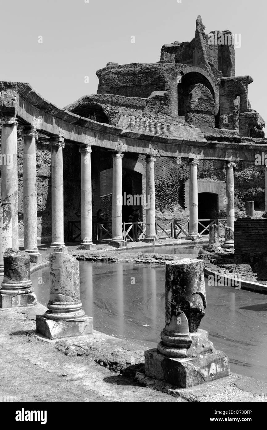 Villa Adriana. Tivoli. Italy. Black and white view of a section of the Teatro Marittimo or maritime Theatre, which - Stock Image