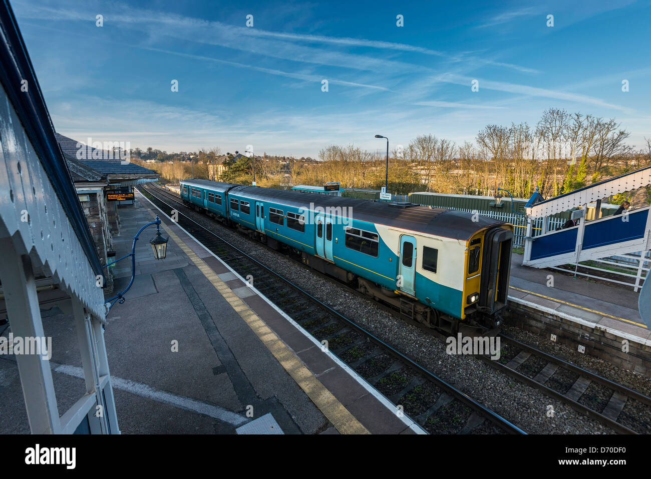 COMMUTER TRAIN AT CHEPSTOW RAILWAY STATION - Stock Image