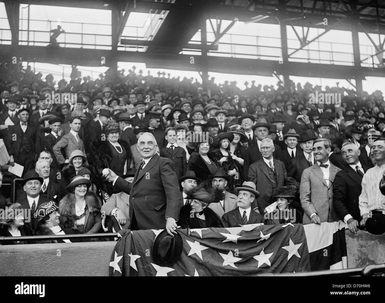 President Warren Harding throwing out baseball at Washington Senators baseball game, circa 1922 - Stock Image