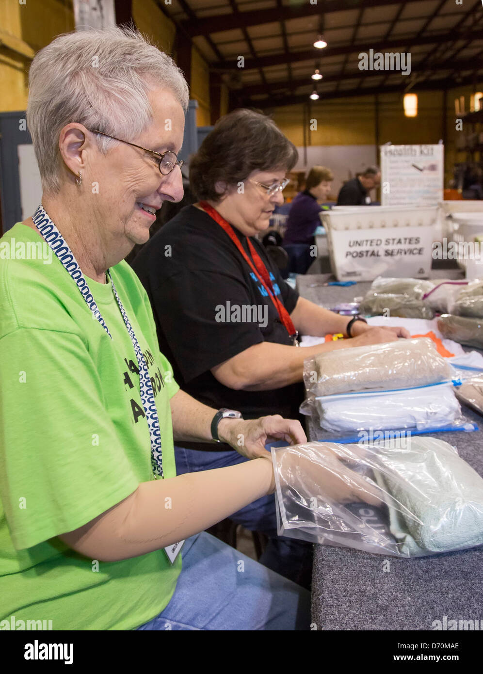 Church women prepare relief supplies at United Methodist disaster relief center - Stock Image