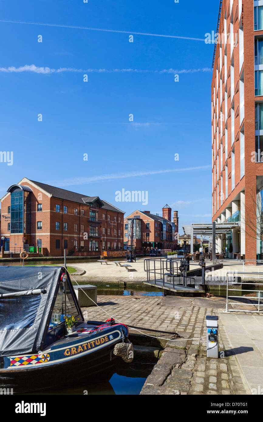 Granary Wharf looking towards the DoubleTree Hotel by Hilton, Leeds, West Yorkshire, UK - Stock Image